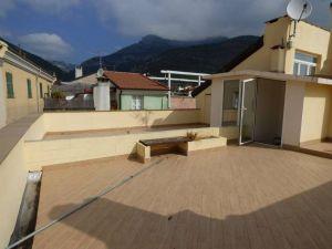 Vendo trilocale con terrazzo ,a 5 minuti dal Mare Toirano Savona